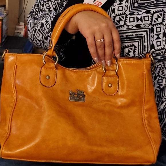 Coach Handbags - Vintage leather Coach Purse